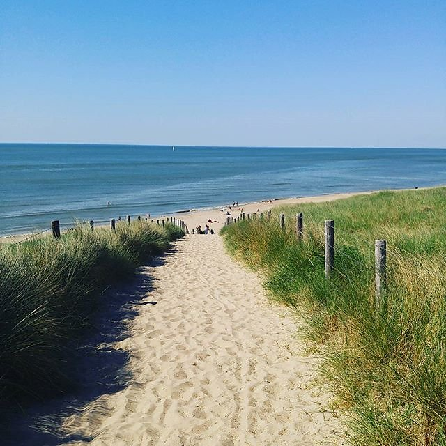 Great sunny day at the beach. Finally summer is back. #roadtrip #netherlands #hollland #seaside #travel